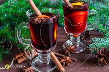 Συνταγή για ζεστό γλυκό Χριστουγεννιάτικο κρασί με μπαχαρικά