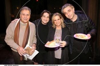 """""""Η κατάρα της Ίρμα Βεμπ"""" έκοψε πίτα για τη νέα χρονιά στο Θέατρο Βρετάνια"""
