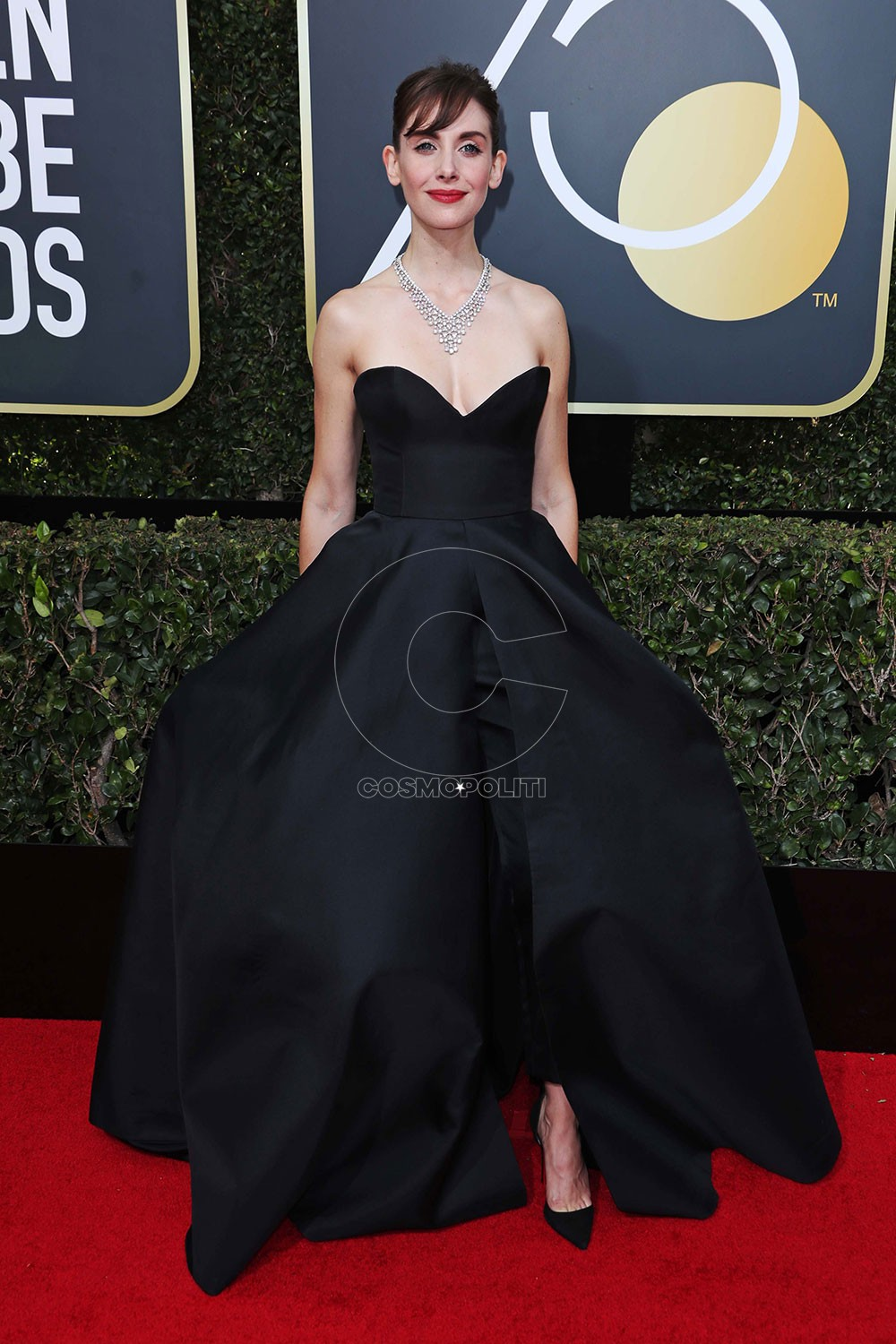 Alison-Brie-Golden-Globes-2018-Red-Carpet-18