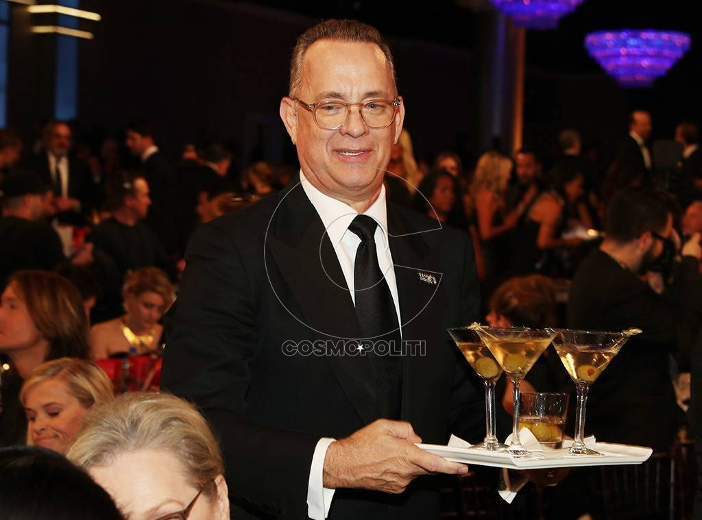 rs_1024x759-180107190954-1024-tom-hanks-globes-waiter-martini