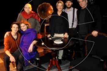"7de39a326987 Πιάσαμε τις ""Διαβολογυναίκες"" επ  αυτοφώρω! Backstage στο θέατρο Τζένη  Καρέζη"