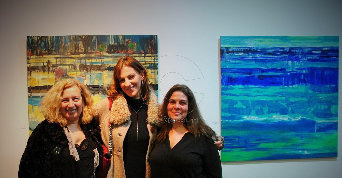 Η ψυχή της ArtΠρίσμα gallery Νατάσα Θωμάκου με τη μουσικό Αριάδνη Ζήλου και τη Μάγδα Αποτόλου.