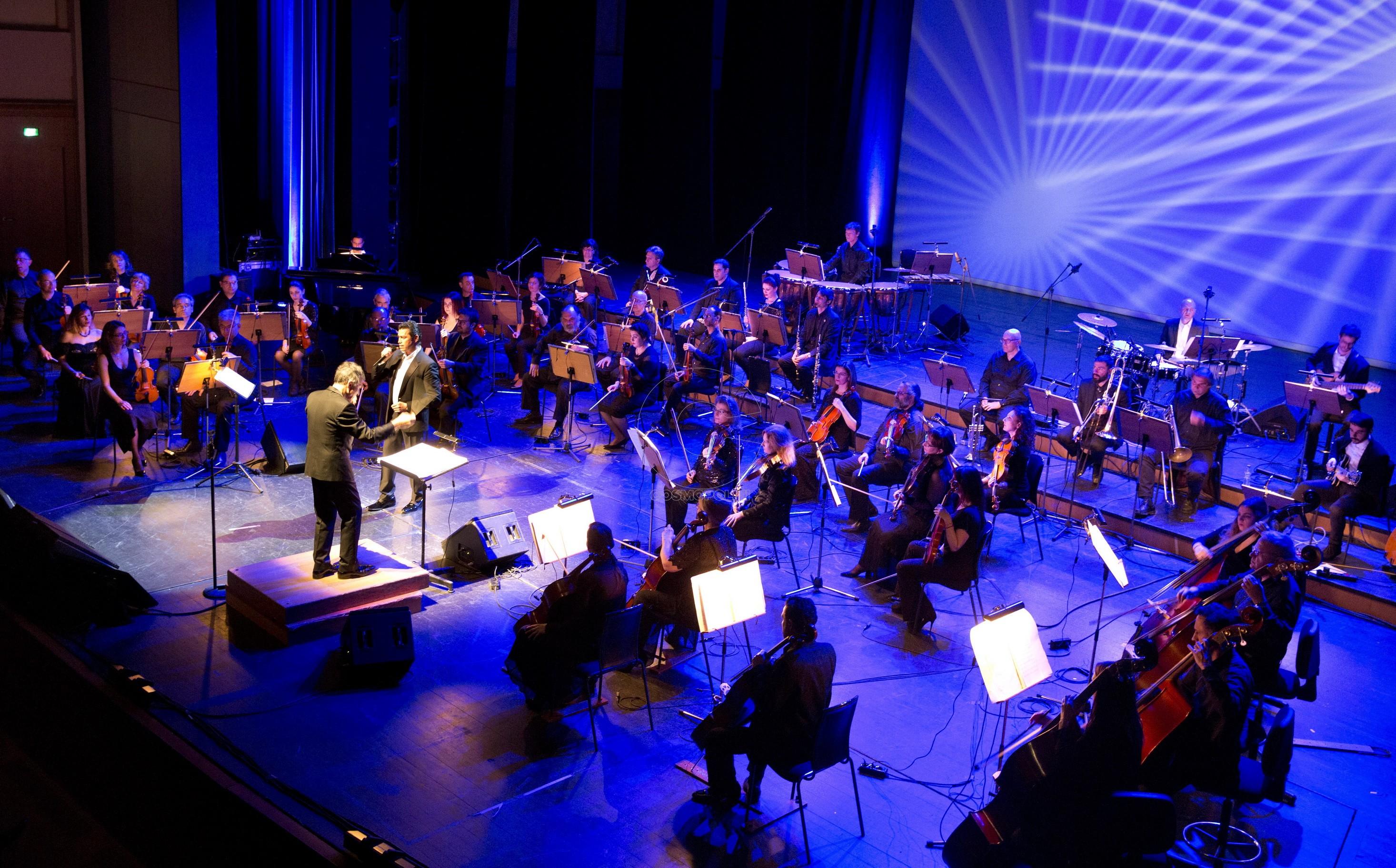 1 Η Συμφωνική Ορχήστρα του Δήμου Θεσσαλονίκης με τον Δ-ντη ορχήστρας Λουκά Καρυτινό