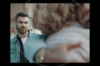 Πίσω: Συγκινητικό το νέο video clip του Γιώργου Σαμπάνη με θέμα τη νόσο Αλτσχάιμερ