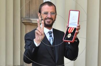 O Ringo Starr χρίστηκε ιππότης και πήρε τον τίτλο του Σερ