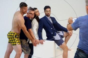 Ο Νίκος Αποστόπουλος παρουσιάζει την καλοκαιρινή του κολεξιόν: αποκλειστικό backstage της φωτογράφισης