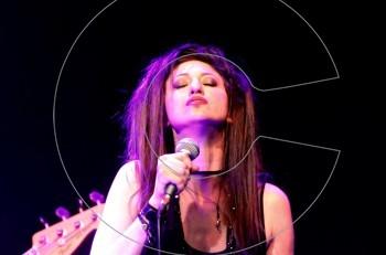 H Pavlina Styl κλείνει τον κύκλο των live εμφανίσεων της «χορεύοντας στο φως»