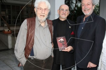 """""""Γιατί;"""" Ο Στάθης Νικολαϊδης παρουσίασε το πρώτο του βιβλίο με καλεσμένους αγαπημένους φίλους"""