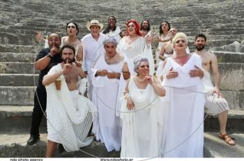 Εκκλησιάζουσες….. Σσσσσς! Βackstage στα γυρίσματα του τρέιλερ στο Αρχαίο Θέατρο Άργους