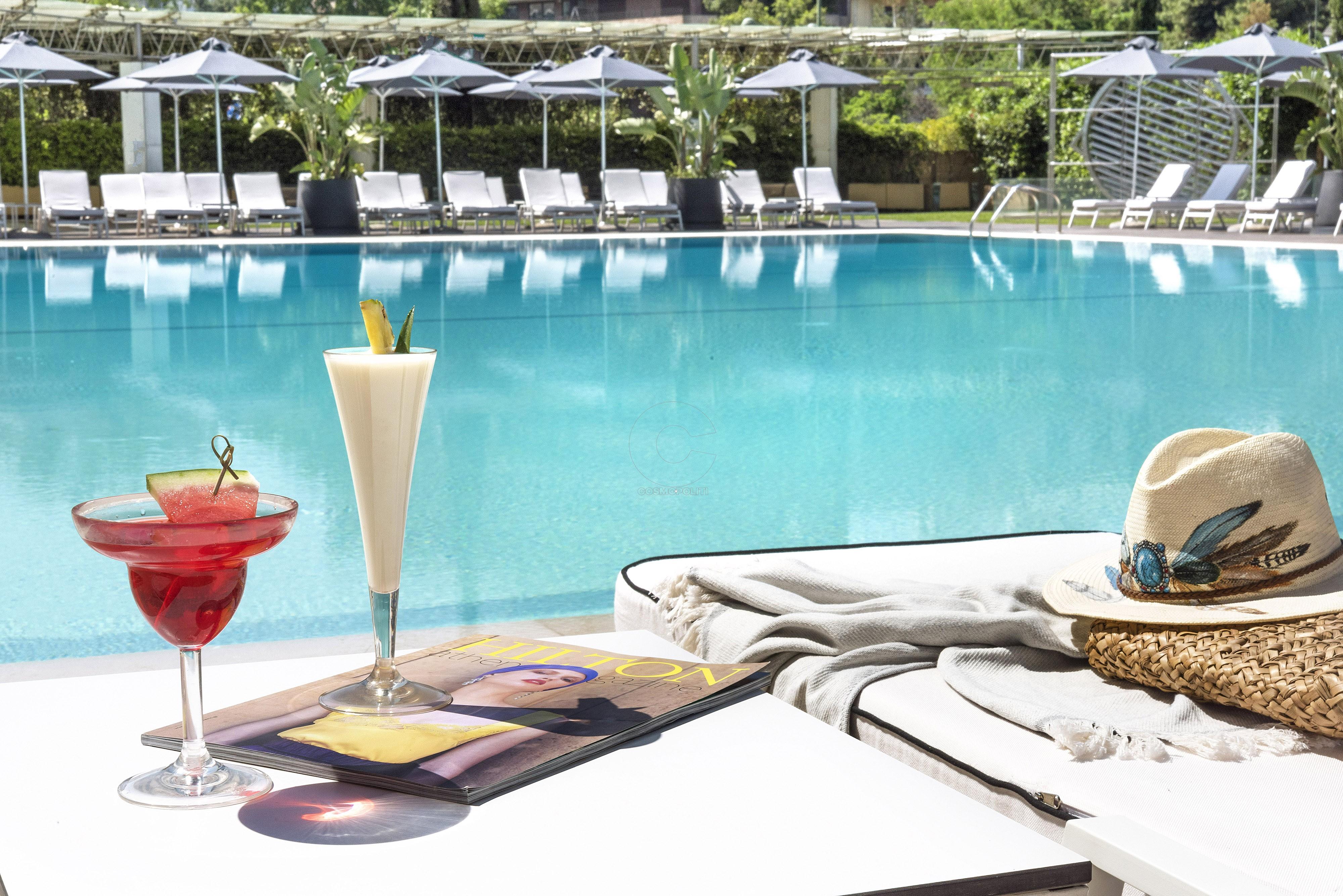 Hilton_pool_drinks
