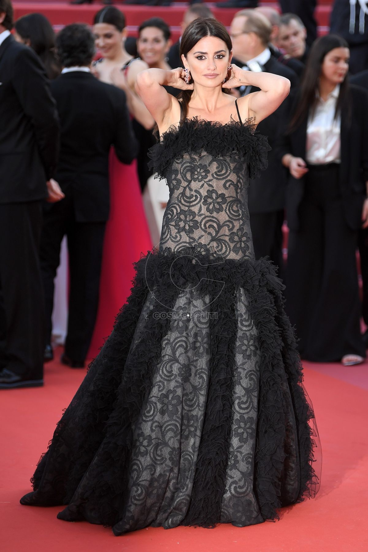 penelope-cruz-at-everybody-knows-premiere-and-opening-ceremony-71st-cannes-film-festival-france-18