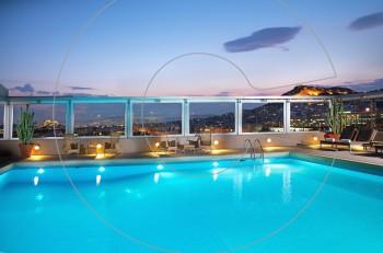 Δροσιστικές βουτιές στις πισίνες του Ομίλου Ξενοδοχείων Διβάνη