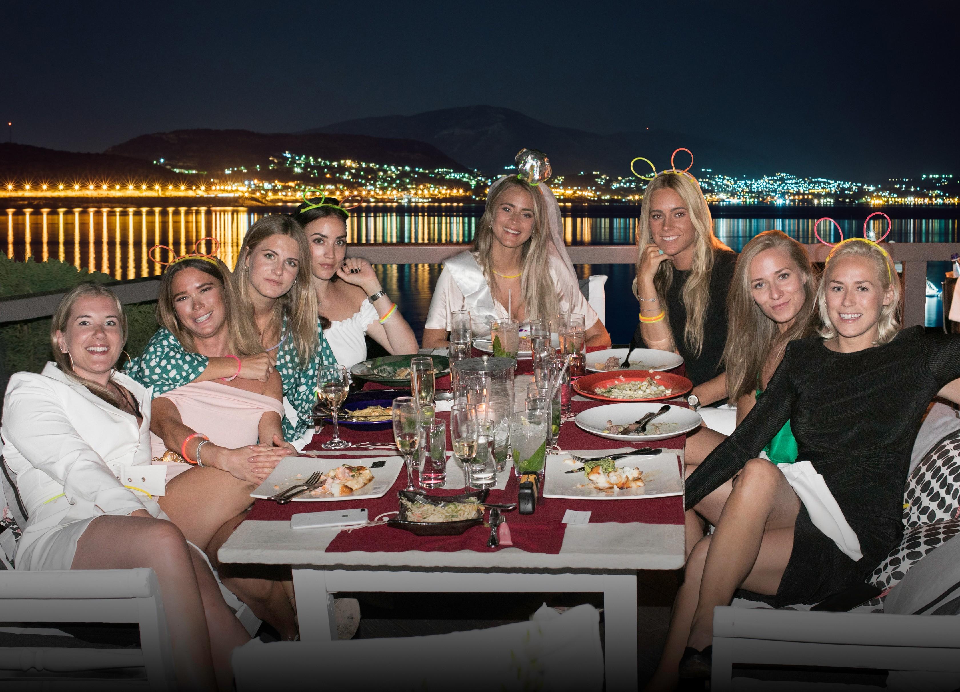 JANNI DELER (@jannid) με φίλες της
