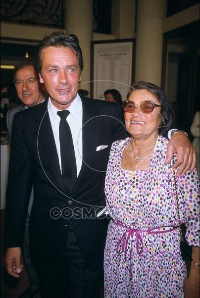 avec-sa-maman-edith-en-1988-alain-connaitra-pourtant-une-famille-d-accueil-et-la-pension-jusqu-a-ses-14-ans