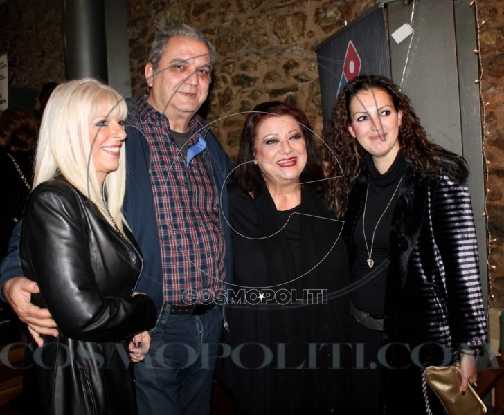Η Τζέση Παπουτσή με τον αδελφό της Τάσο, τη γυναίκα του Ξένια (δεξιά) και τη φίλη τους Πέννυ