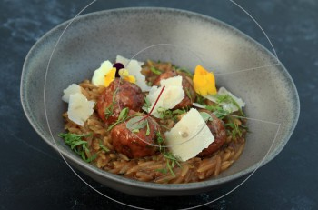 Bites & Wine Summe: Η νέα πρόταση του Λευτέρη Λαζάρου αποθεώνει το κρέας