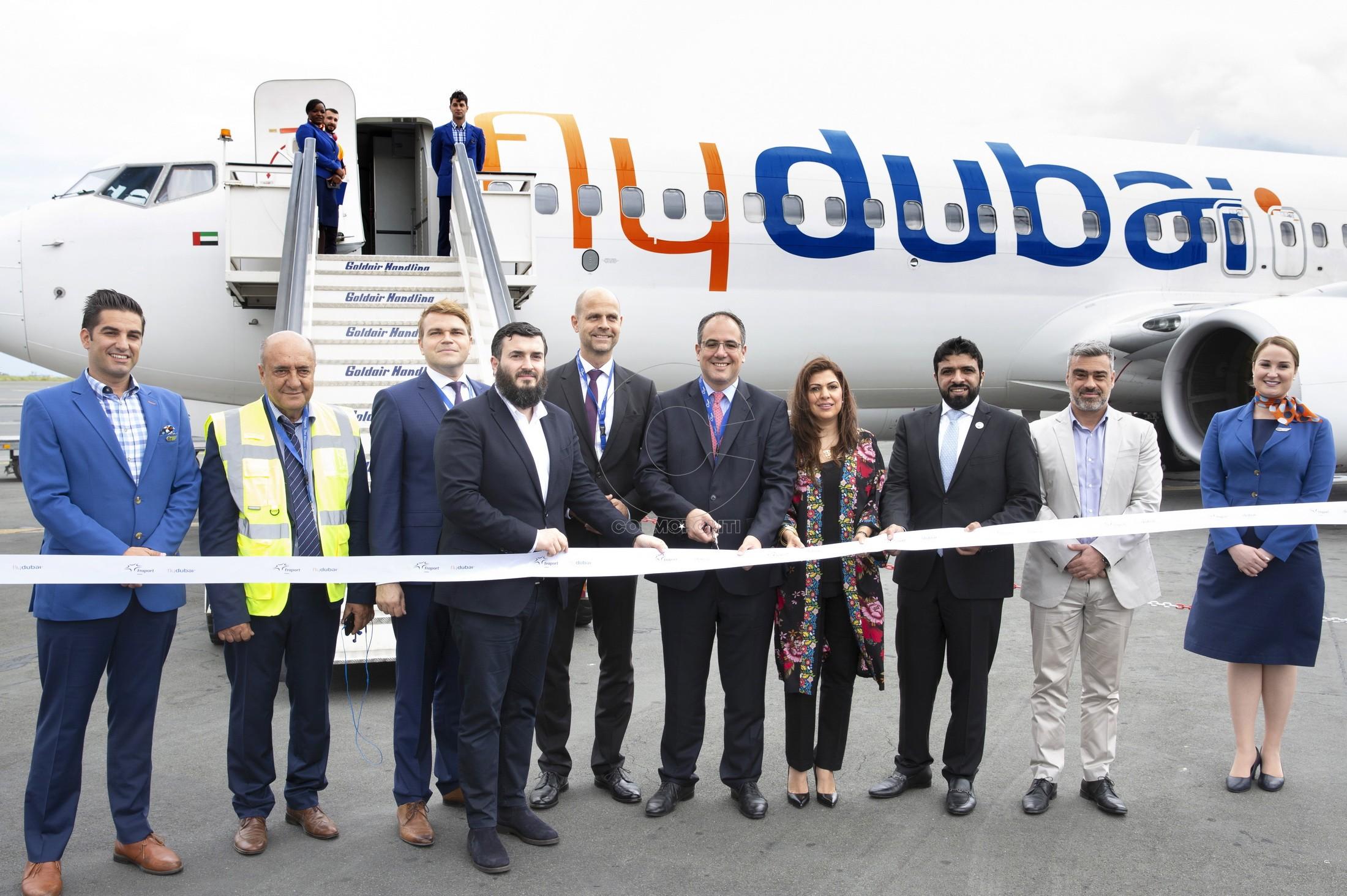 100 Κόψιμο κορδέλας από τους εκπροσώπους της flydubai, Emirates & Fraport στην προσγείωση του 1ου αεροσκάφους της flydubai στο αεροδρόμιο της Θεσ-νίκης