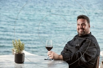 Ο executive chef Ντίνος Φωτεινάκης του Bill & Coo απαντά σε 10 cosmoερωτήσεις