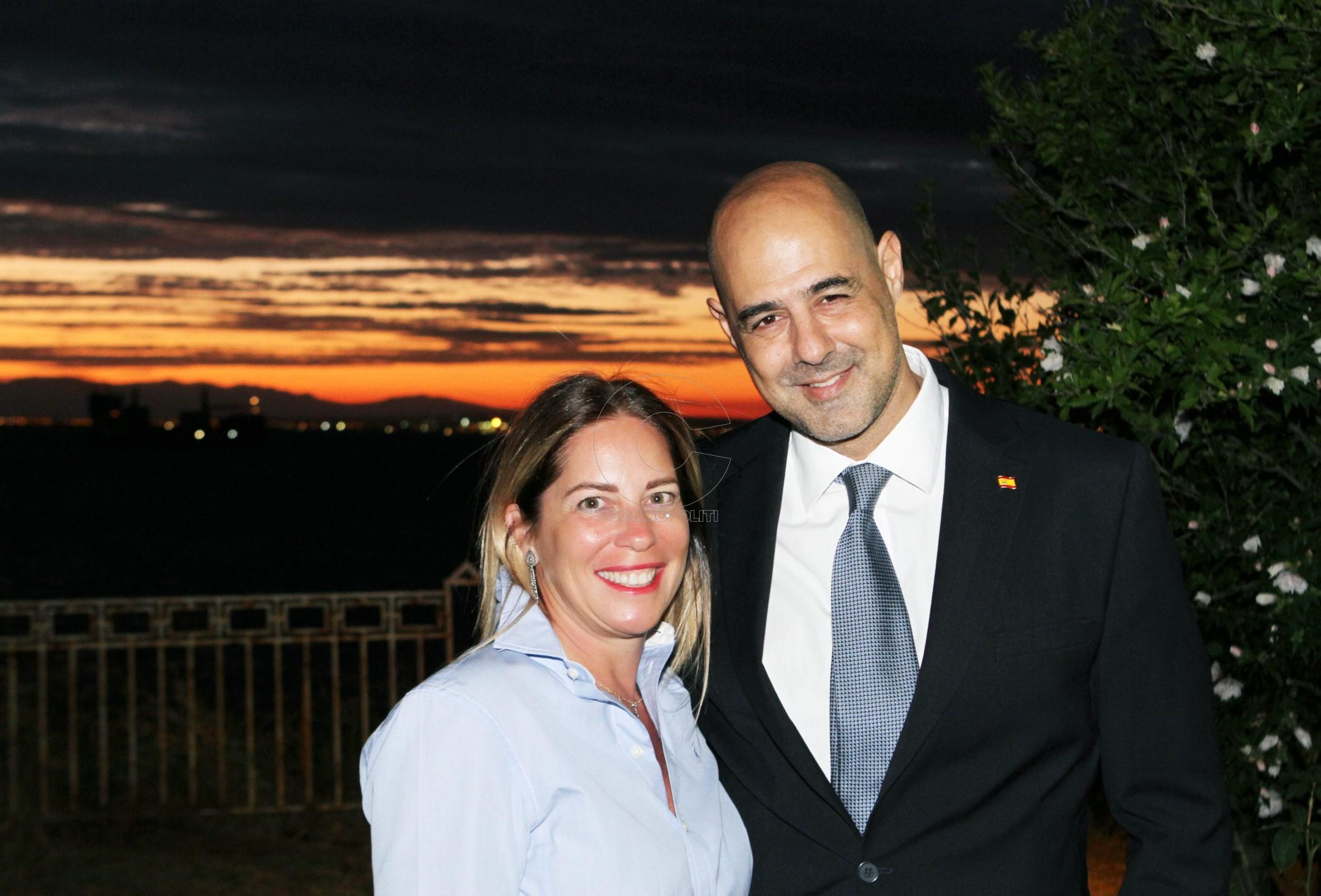 7 Η Χριστίνα Τζελέπογλου με τον Πρόξενο Ισπανίας Σαμ Ναχμία