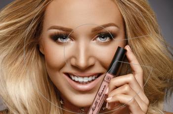 Matte Mania – Liquid Matte Lip Color: Το νέο ενυδατικό υγρό κραγιόν της Dermacol