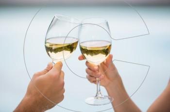Πώς θα φτάσετε 90 χρονών πίνοντας κρασί ή μπύρα