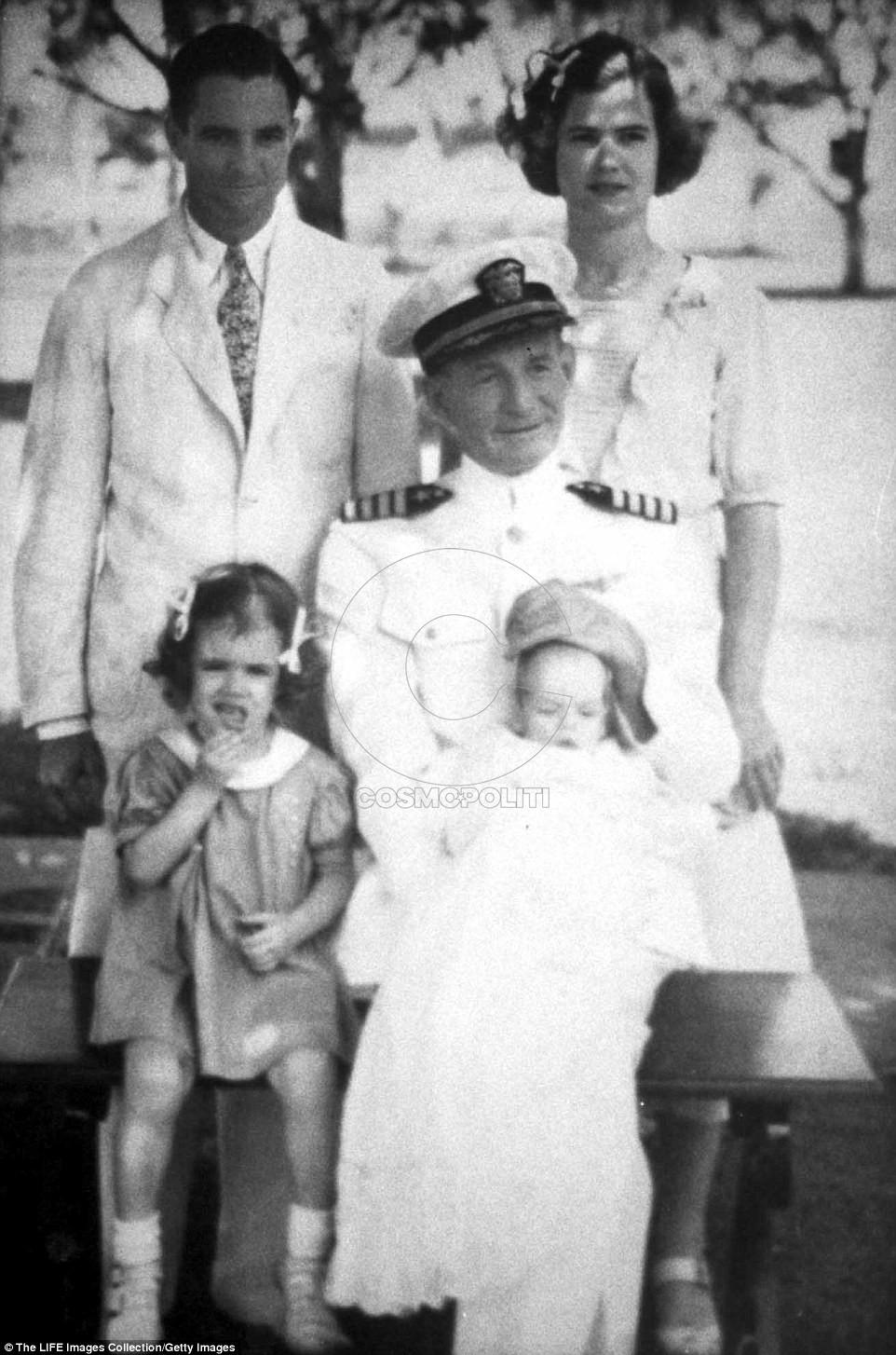 4F69922A00000578-6099389-Circa_1936_Senator_John_S_McCain_III_poses_for_a_family_portrait-m-51_1535299506835