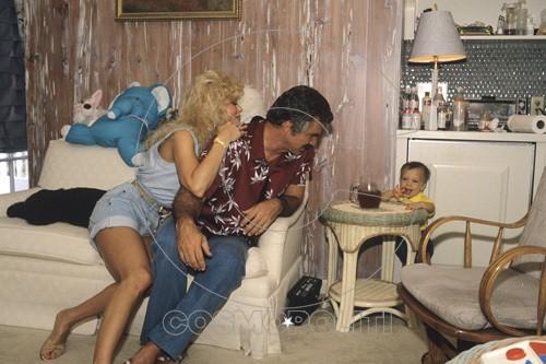 Loni Anderson, Burt Reynolds and son, Quinton 1988 © 1988 Mario Casilli