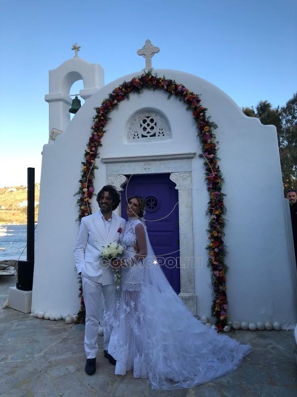 53b21650c057 H Αθηνά Οικονομάκου και ο Φίλιππος Μιχόπουλος παντρεύτηκαν με θρησκευτικό  γάμο σε μια ρομαντική τελετή στη Μύκονο. Την νύφη συνόδευσαν στη εκκλησία ο  ...