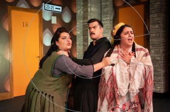 """""""Μακρυκωσταίοι και Κοντογιώργηδες""""  στο Θέατρο Βέμπο: νέες φωτογραφίες"""