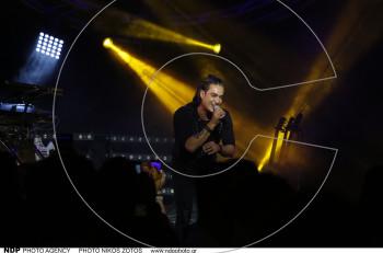 """Διονύσης Σχοινάς: Δυναμική πρεμιέρα στο ολοκαίνουργιο """"Akanthus Live"""""""
