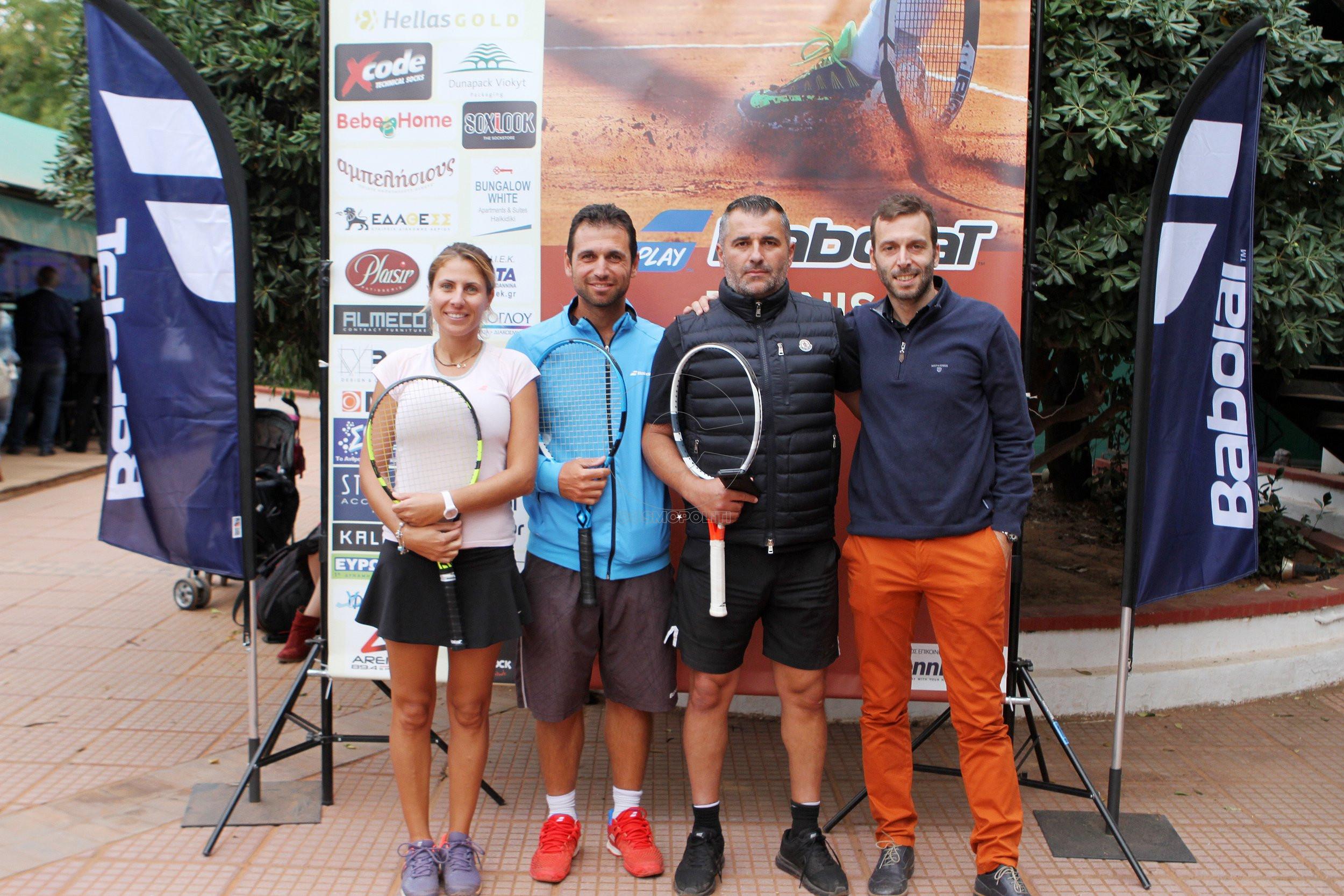 6 Οι αθλητές Κατερίνα Χατζησαββίδου, Σάββας Παναγιωτίδης & Μάριος Μιχαηλίδης με τον Μαρίνο Ταχτσίδη της BABOLAT