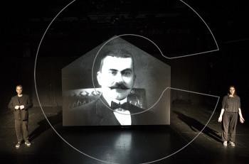 """""""Βιογραφία του Πατρογονικού"""" στο θέατρο Αυλαία"""