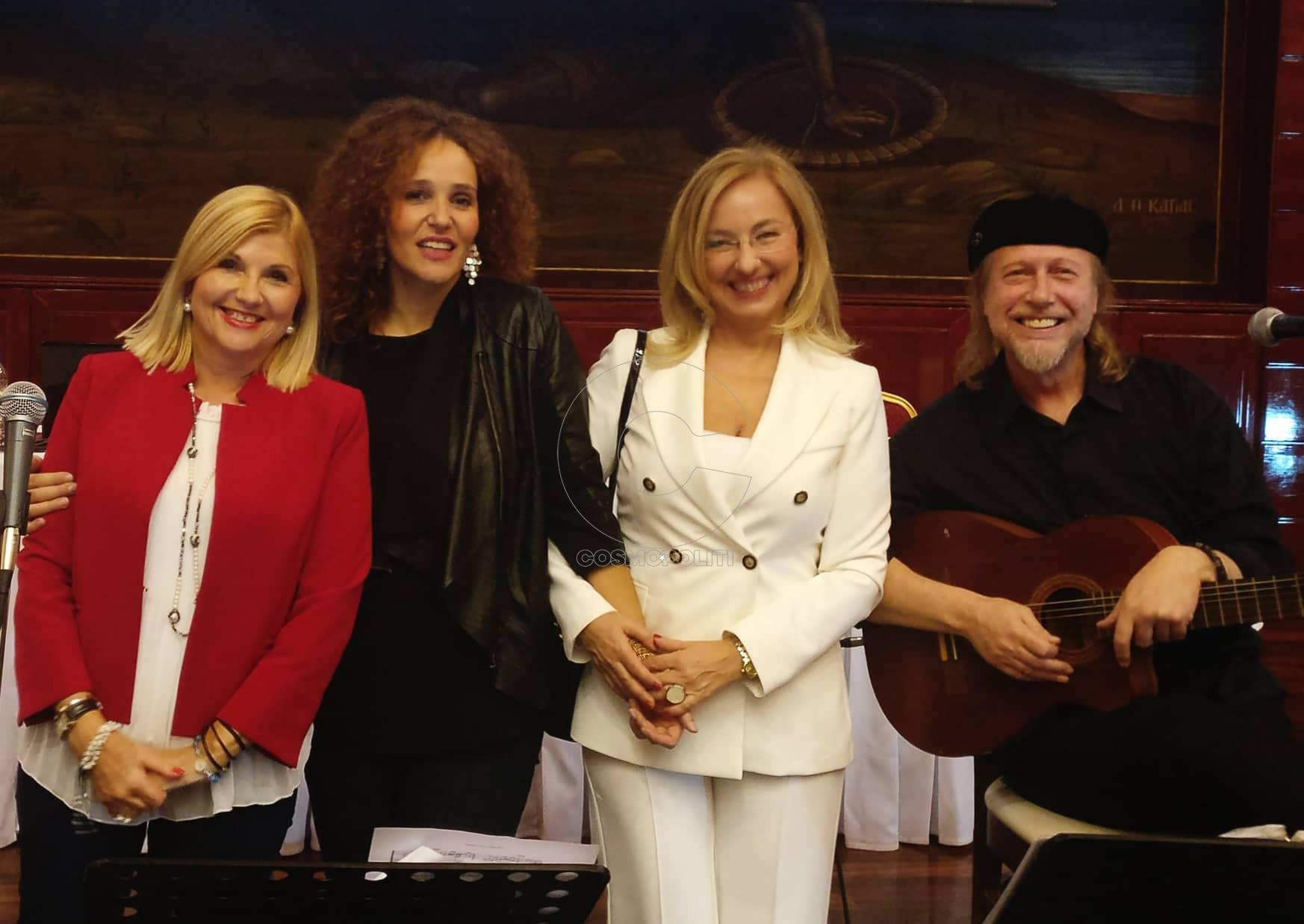 Η αντιπρόεδρος του ΜΑΖΙ με την Εύη Σιαμαντά, την Πρόεδρο του ΜΑΖΙ Αλεξάνδρα Γωγούση και τον Κωνσταντίνο Φαλκώνη