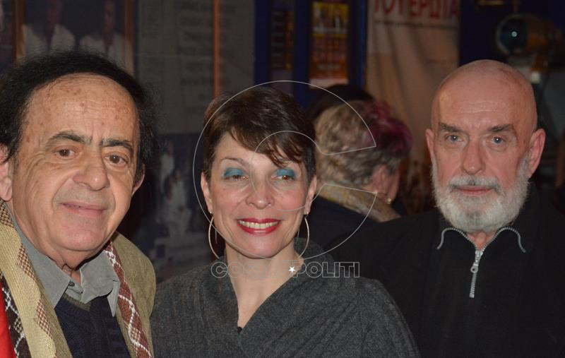 Ο πρόεδρος του Διαβαλκανικού festival Ντίνος Κουμπάτης με τη Νίκη Γκουντούμη και τον Γιάννη Λαμπρόπουλο (Copy)