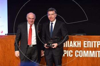 Η Ελληνική Ολυμπιακή Επιτροπή βραβεύει το Δρ. Στέφανο Χανδακά