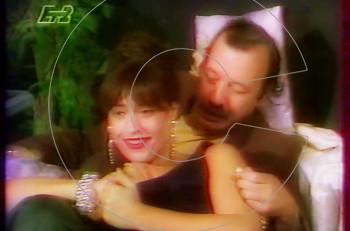 Συλλεκτικό: η Μαρία Μπακοδήμου μελαχρινή το 1991 σε τηλεοπτικό σκετς της ΕΤ2