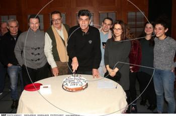 Υπάρχει και φιλότιμο: κοπή πίτας για τη νέα χρονιά στο θέατρο Προσκήνιο