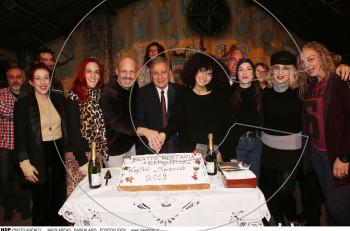 """Ο Νίκος Μουτσινάς και η """"Βερβερίτσα"""" έκοψαν την πίτα του 2019"""