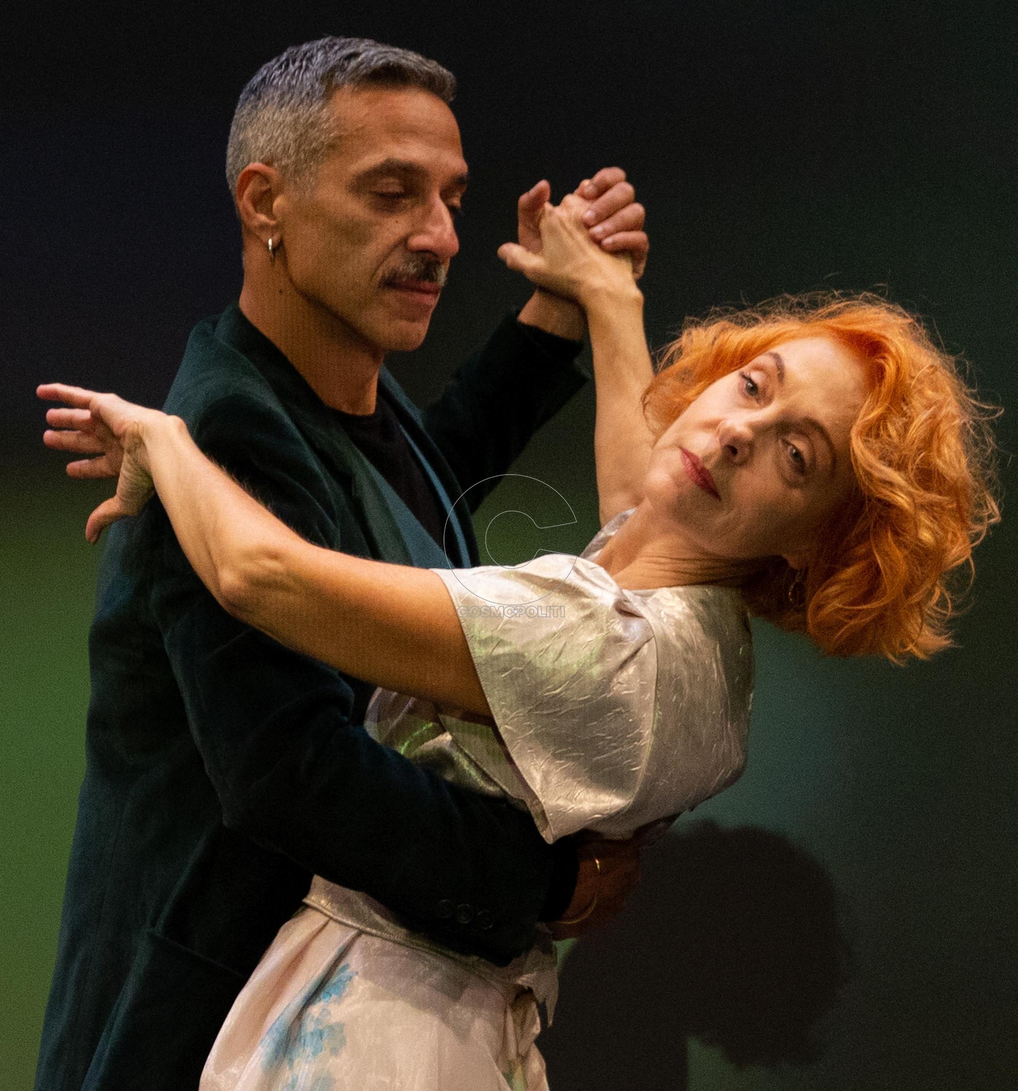 Το Cosmopoliti εξασφάλισε για τους αναγνώστες του διπλές προσκλήσεις για  την παράσταση Έξι μαθήματα χορού σε έξι εβδομάδες τη Δευτέρα 7 1 στις 20 00  και την ... 5ba33013431