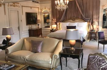 Το Hôtel Plaza Athénée σας περιμένει για μια μοναδική και ευχάριστη εμπειρία