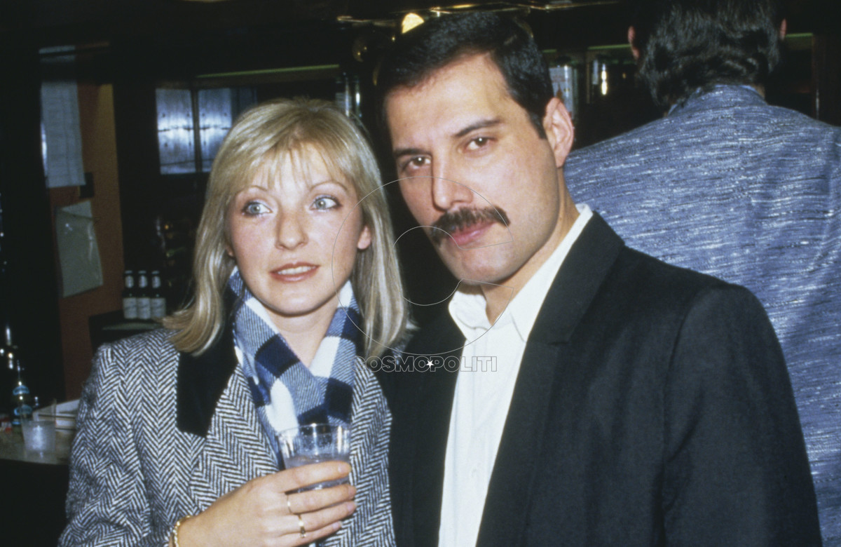 freddie-mercury-1946---1991-of-queen-attends-fashion-aid-at-the-royal-albert-hall-in-london-with-his-friend-mary-austin-5th-november-1985-photo-by-dave-hogangetty-images
