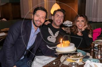 Ο Γιώργος Μαζωνάκης γιόρτασε στο εστιατόριο ILiOS τα γενέθλια της αδερφής του Βάσως