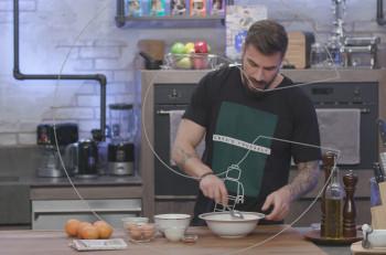 "Tι μαγειρεύει ο Άκης Πετρετζίκης στο ""Kitchen Lab"";"