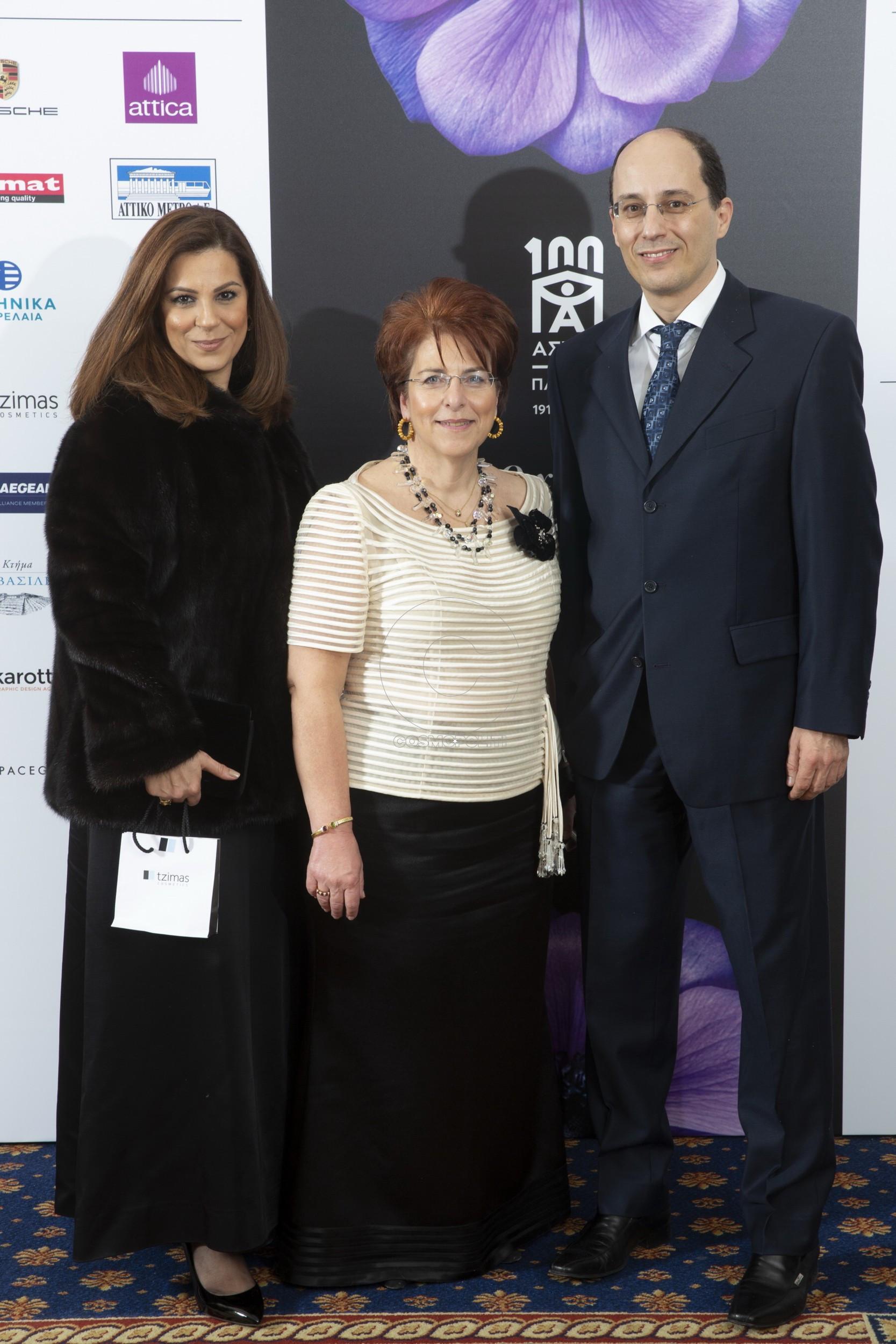 2 Η Ρέα Μαντινάου, η Διευθύντρια του Ασύλου του παιδιού Μαρία Μίκα Πατρικαλάκη & ο Γιώργος Τζίμας