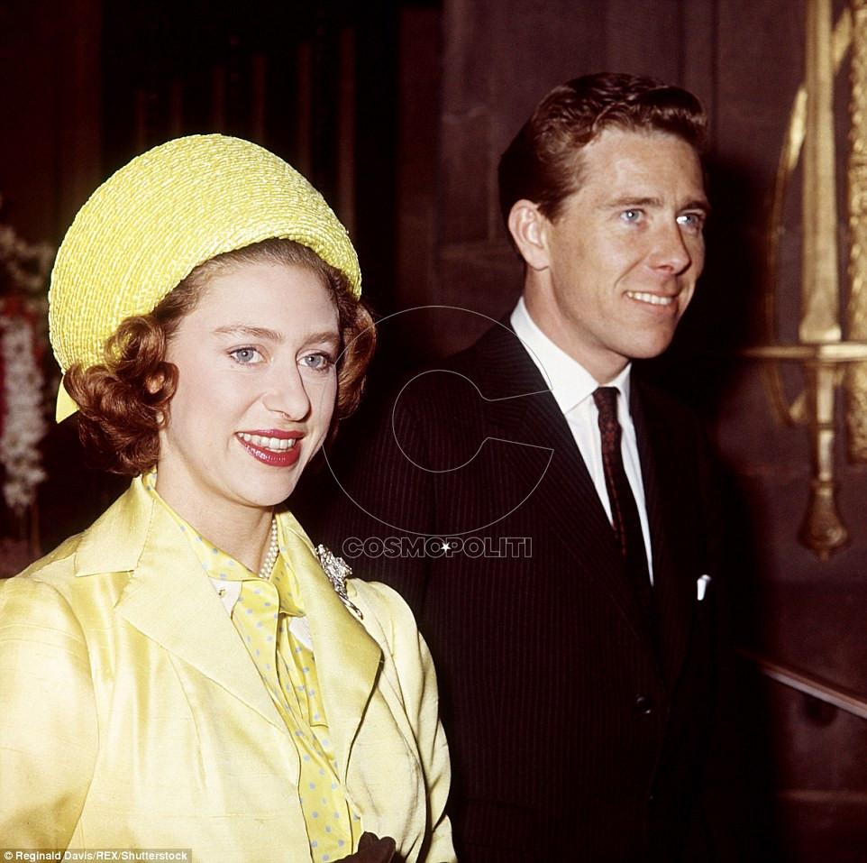 3C1A746600000578-4117490-Royal_visit_Princess_Margaret_and_Lord_Snowdon_are_seen_visiting-a-129_1484324793058