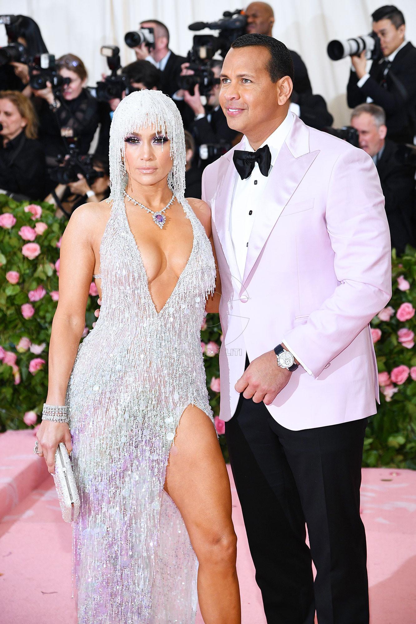 Alex-Rodriguez-and-Jennifer-Lopez-Instagram-Met-Gala-2019.jpg-05