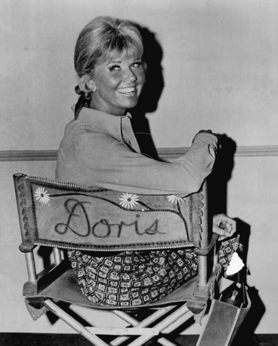 Doris_Day_on_television_show_set.59b6a8e6764aa