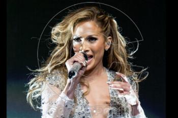 Η Celia Kritharioti εμπνέει την Jennifer Lopez