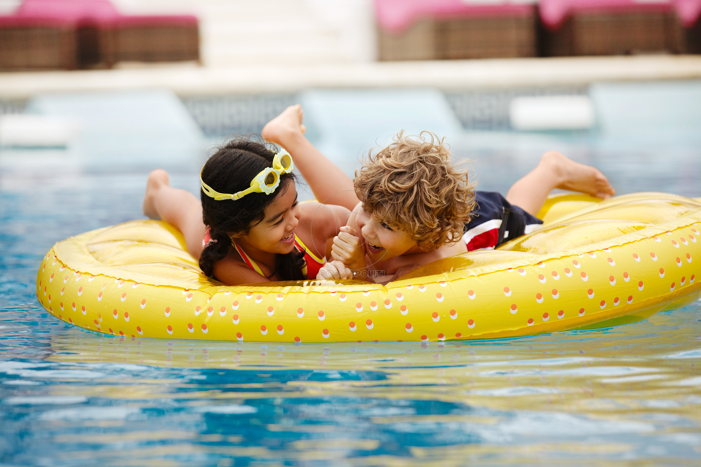 Kids_Raft_Pool_40714_med