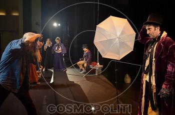 """""""Όλιβερ Τουίστ"""" από την Κωνσταντίνα Νικολαϊδη στον Ελληνικό Κόσμο: Αποκλειστικό backstage της φωτογράφησης"""